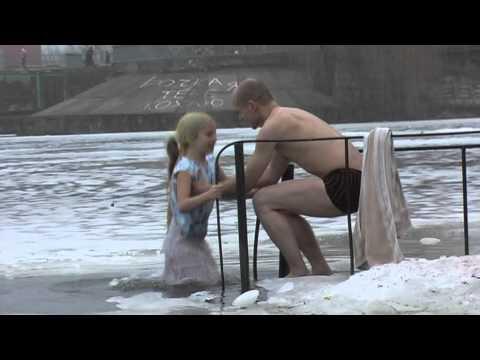 Игры пьяные бабы раздеваются в ледяной воде фото 769-344