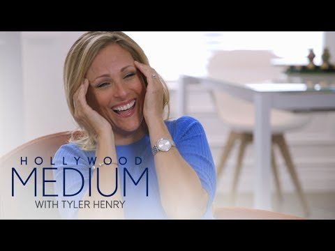 Marlee Matlin Wants to Know How She Became Deaf  Hollywood Medium with Tyler Henry  E!