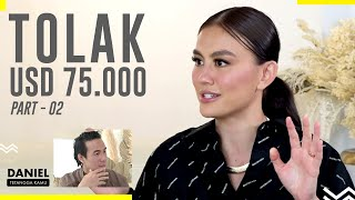 WHAT!? Agnez Mo Promo Lagu Di Strip Club!? - Daniel Tetangga Kamu