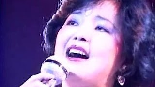 Repeat youtube video 鄧麗君 Teresa Teng 星 (HK Live 1982)