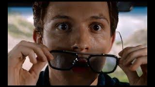 Питер Паркер надевает очки Тони Старка - Человек-паук: Вдали от дома (2019)