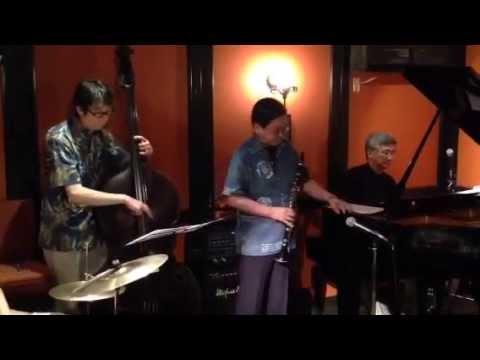 Twilight Special Jazz & Bar em's Pro-Ama Quartet (e-PAQ) on 12 July 2014(Who can I turn to?)