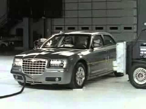 Chrysler 300 (2006) CRASH TEST