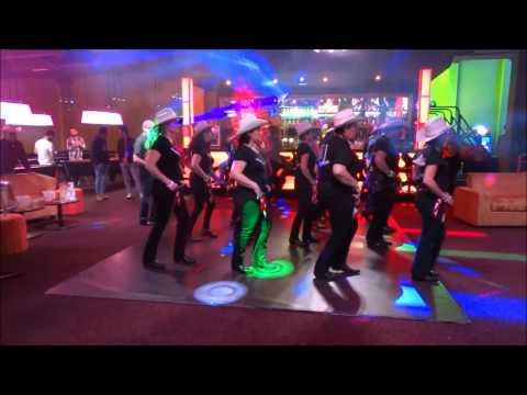 OLD DAN TUCKER par le groupe animation des COWBOY HAT DANCERS