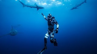 Surrounded by BULL SHARKS Deep in the Ocean!! (exploring)