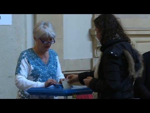 Election Ouverture Des Bureaux De Vote Images A Lyon Youtube