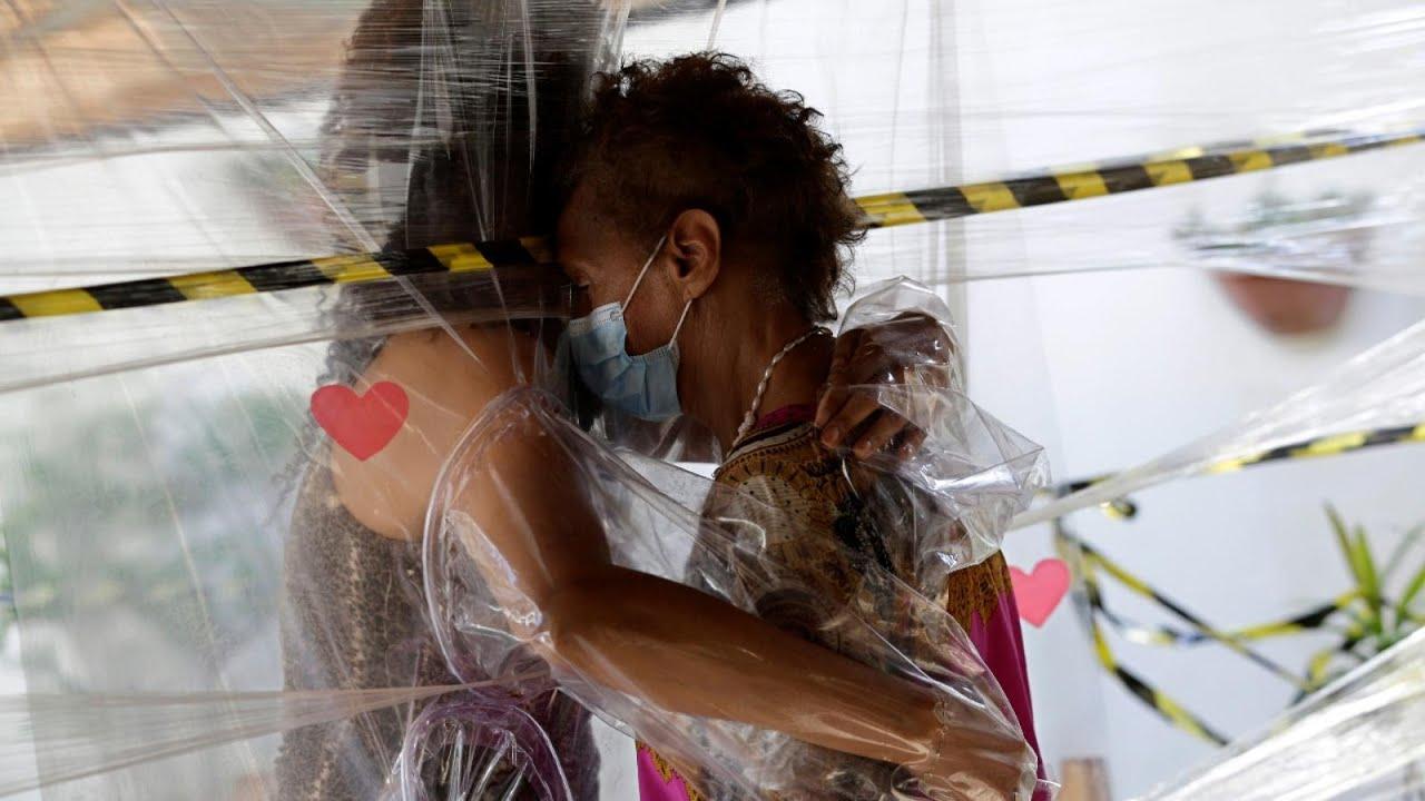 هل يمكن للعالم الاحتفال باليوم العالمي للعناق في وباء كورونا؟  - نشر قبل 2 ساعة