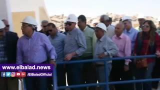 شاهد.. وزير الإسكان ومحافظ أسوان يتفقدان توسعات محطة جبل شيشة لمياه الشرب