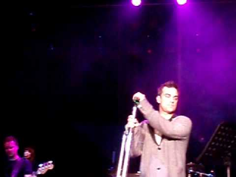 Robbie Williams - Encore and You Know Me @ Secret Showcase Cologne 05-03-2010