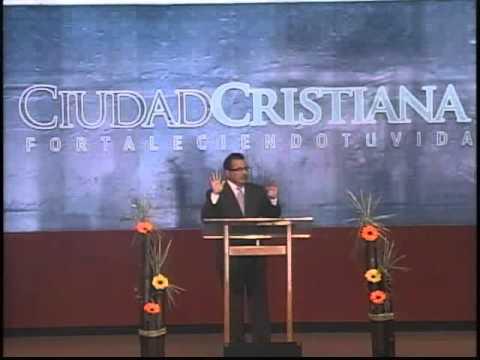 pastor LUIS OLIVA  vive santamente delante de DIOS