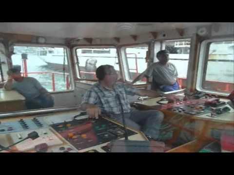 Película del buque Lituano Marsas cambiando de muelle en Vigo