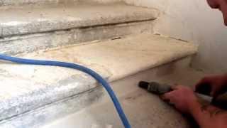 Pemrlování pískovcových schodů