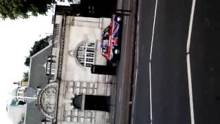 Coche con bandera británica