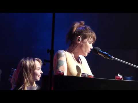 Beth Hart with Sweety,her young Fan Dortmund 2952016 Mama this one´s for you