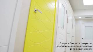 видео Белые межкомнатные двери, – какие лучше глянцевые или матовые, со стеклом или из массива?