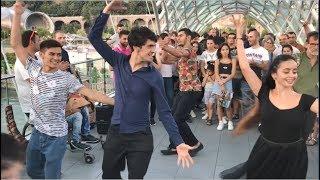 Девушки И Парни Танцуют Madina Madina На Мосту Мира В Тбилиси 2019 ALISHKA (Грузия)
