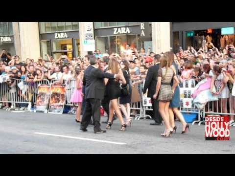 Arnold's Vehicle Gets Too Close to The Stallone Family (The Expendables 2 Hollywood Premiere)