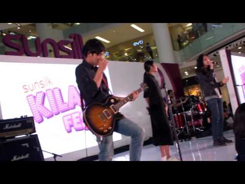 Vierratale feat Ilyas - Perjuangan @ Gandaria City 12 November 2016