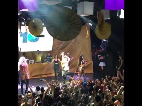 Gloria Groove Lia Clark e Aretuza Lovi cantando Bumbum de Ouro  Gambiarra Festa