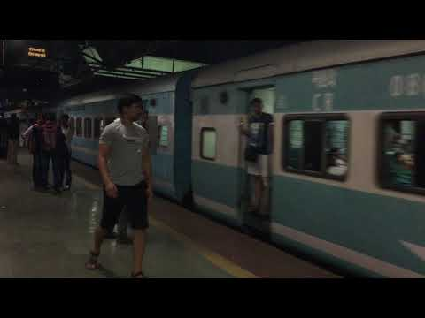 12052 GOA Jan Shatabdi Express Entering Thane Station : Indian Railways