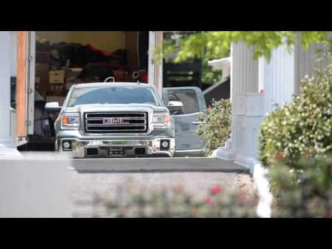 Former Gov. Robert Bentley loads personal truck to move out of mansion