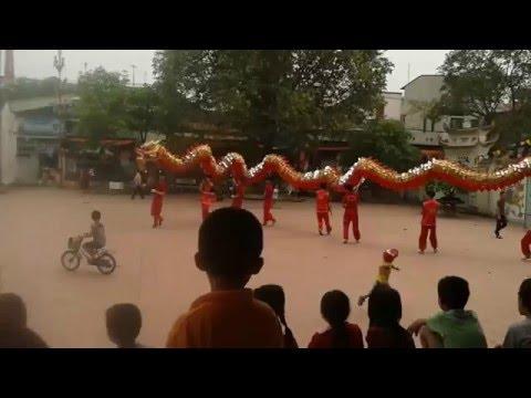 Múa rồng trước ngày hội chính hội làng Canh Hoạch, Dân Hòa, Thanh Oai- Hà Nội