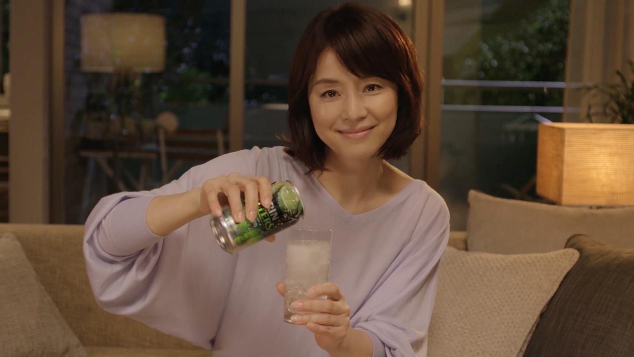 お酒のCMの石田ゆり子