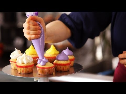 5 Cupcake Icing Techniques  Cake Decorating