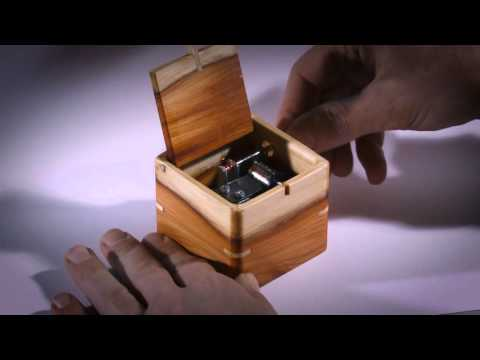 LA VALSE D'AMELIE. Music box from city wood of Holland