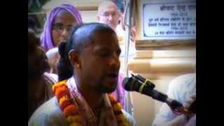 Bhajan in ISKCON temple Vrindavan. HG Madhava dasa.