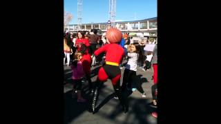 Disney World Magic Kingdom Character Dance Party - Mrs Incredible got turnt up