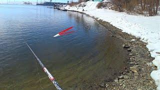 ЗАКИНУЛ ПОПЛАВОК РЕКА РАЗДАЁТ КРУПНЯК Рыбалка на карася весной 2021