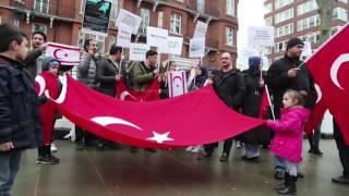 مصر العربية | تنديدا بالفضيحة الهولندية.. أتراك يتظاهرون في لندن وسراييفو