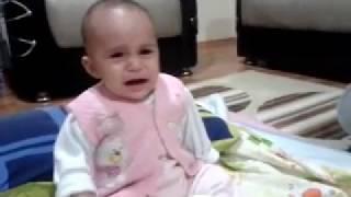 Müziğin büyüsü ağlayan bebeği susturdu