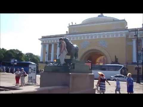 Львы в Санкт Петербурге. Смешное видео: фото со львом