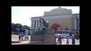Львы в Санкт Петербурге. Смешное видео: фото со львом(Львы в Санкт Петербурге - одна из главных достопримечательностей города. Кто знает, сколько львов в Питере?..., 2014-08-25T07:05:20.000Z)