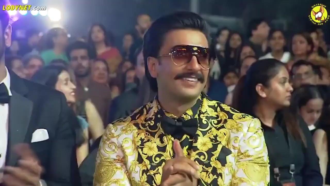 Download Shahrukh Khan Dance and comedy in Awards show   SRK NEW DANCE PERFORMANCE   SRK Cinemas