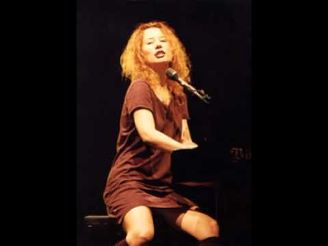 Tori Amos - Famous Blue Raincoat live