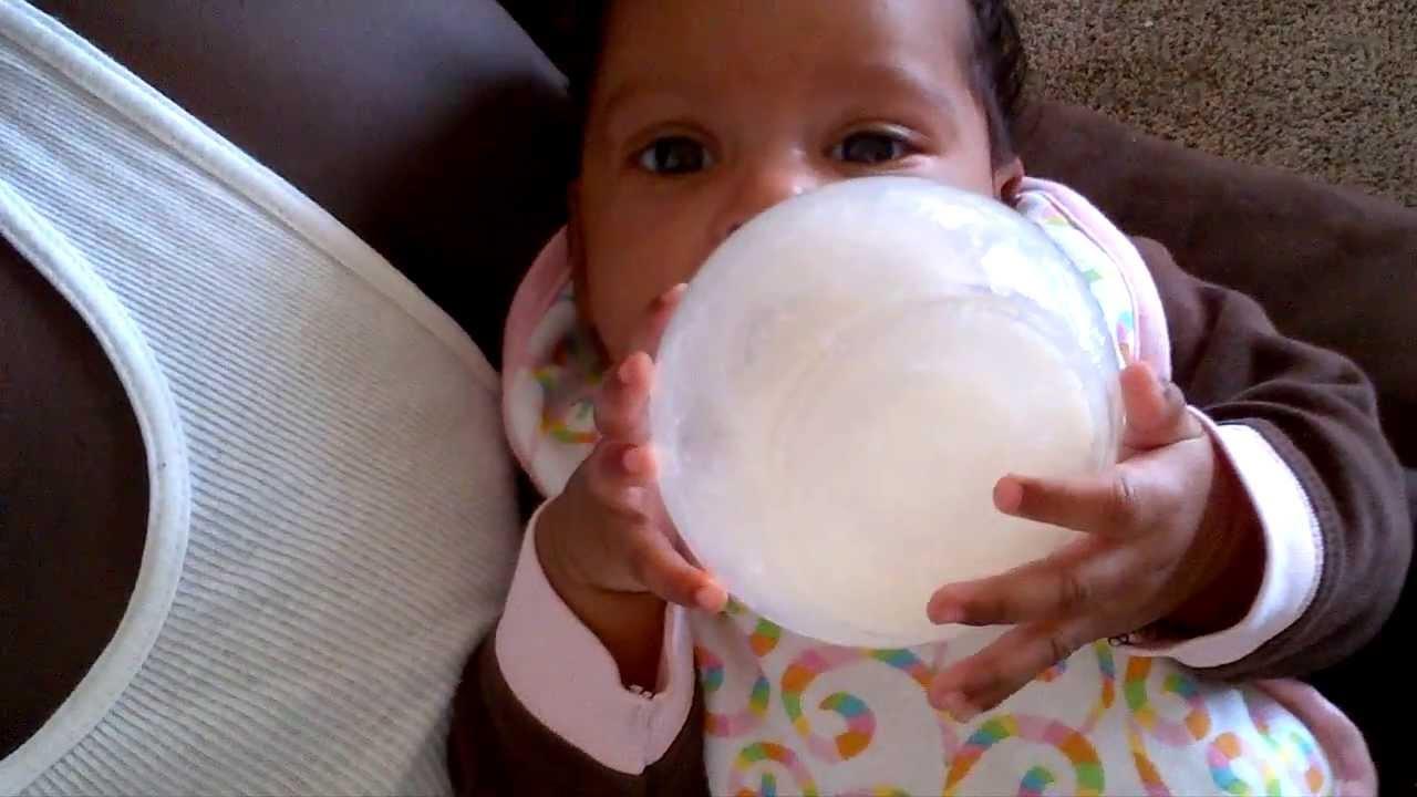 2 month old baby Feeding Herself Amazing - YouTube