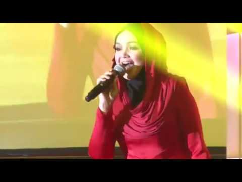 Dato' Siti Nurhaliza - Can't Take My Eyes of You (LIVE)