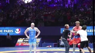 Un inconnu plaque le champion du monde de lutte greco-romaine -98kg