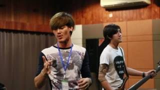 Live เพลงโกหกหน้าตาย T_T A Play Flashlight Party 2015