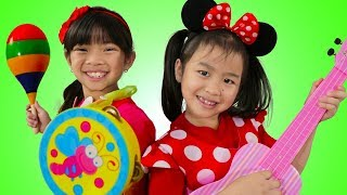 Emma & Jannie Pretend Play Singing Nursery Rhyme Kids Songs Competition