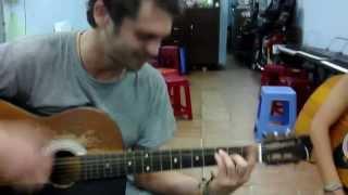 tay ba lo dan hat guitar
