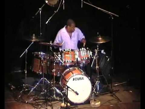 John Blackwell Junior - Drums Solo 2005 Bagshow - Paris