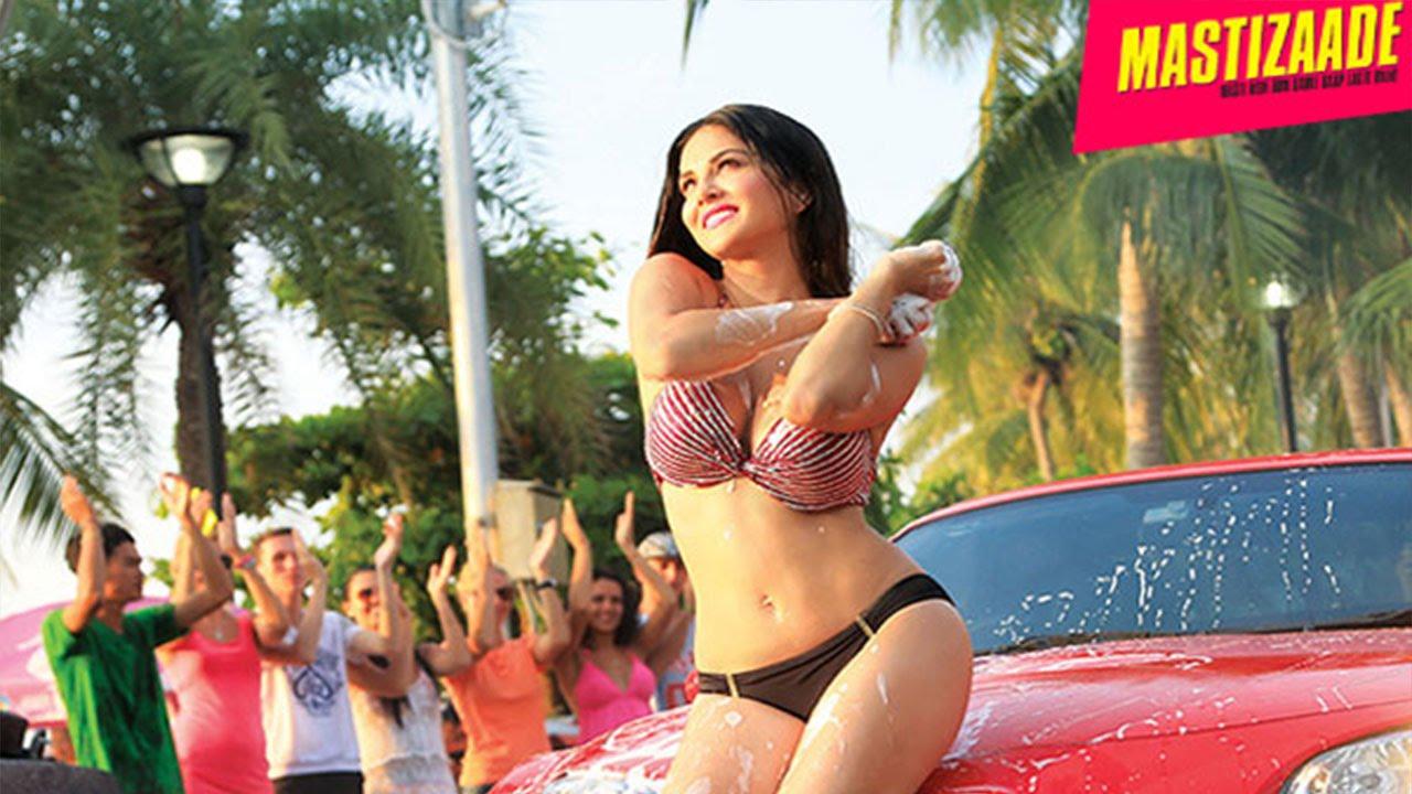 Sunny Leone Wearing Bikini