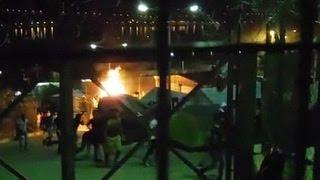 В Греции опять подрались нелегалы(Полиция Греции задержала 15 участников столкновений в лагере для беженцев на острове Самос. Драка началась..., 2016-06-03T05:36:10.000Z)