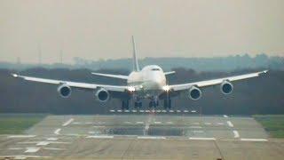 Lufthansa 747-8 heavy crosswind landing