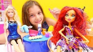 Polen YEMEK YARIŞMASI yapıyor. #MonsterHigh oyuncak bebekler ve #Barbie. Kim kazanacak? #Kızoyunları