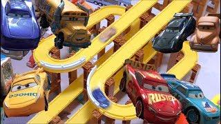ディズニーカーズ3 クロスロードのカーズたちがピストンカップを目指してレース!